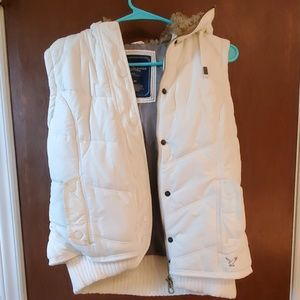 American Eagle hooded puffer vest